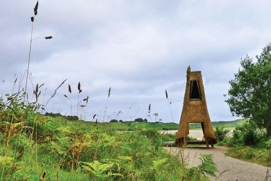 Thomas O'Brien, Emily Mannion, Thatch-Roofed shelter, Jeffry's House, Northern Ireland, biodegradable house, mirador, Irish Architecture Foundation