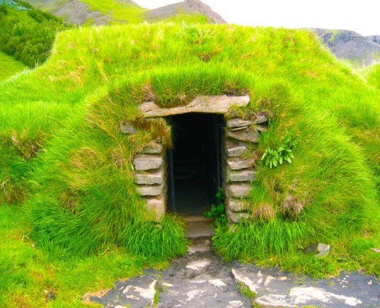 hobbit house, green roof, sod roof, sod house, old world, Nordic countries, Iceland, Norway