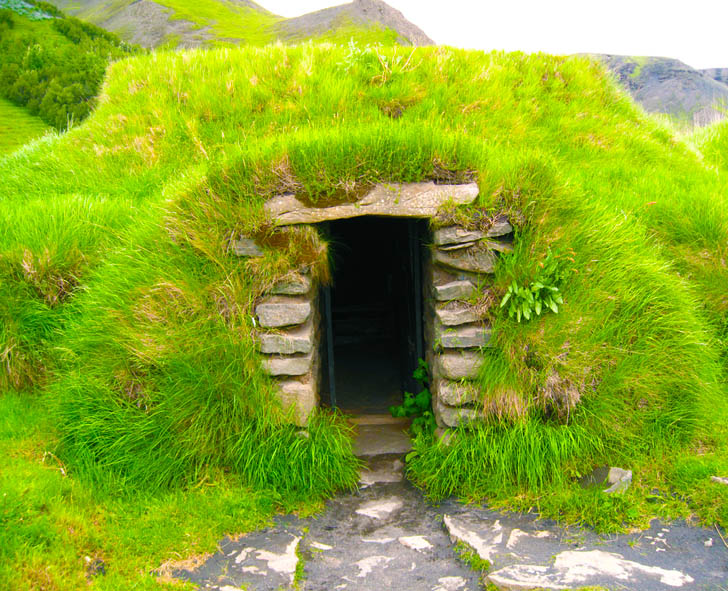 A gallery of centuries old hobbit style turf homes in for Hobbit house images