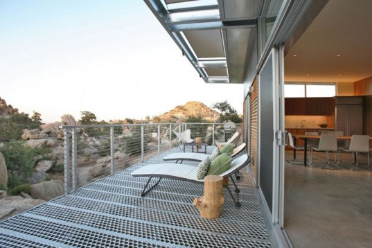 Chic BlueSky Home Soaks Up the Sun to Make Desert Life Easy and Efficient