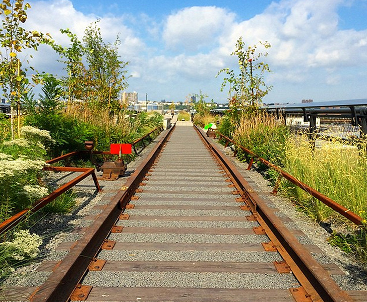 how to get to the highline by train