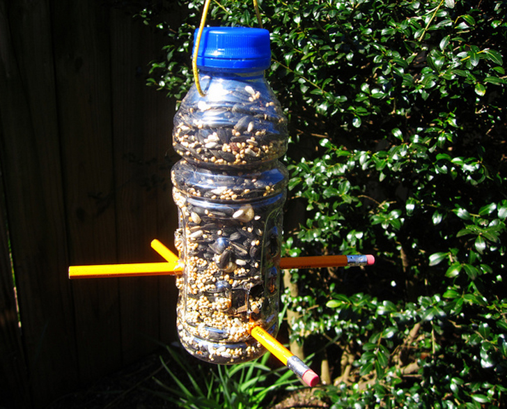 diy make a bird feeder from an upcycled plastic bottle