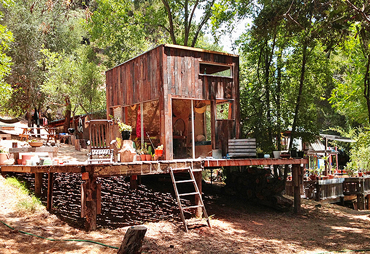 Mason st peter built his own cabin from reclaimed wood in for Buy reclaimed wood los angeles
