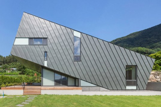 Praud, tilted house, Leaning House, Korea, zinc-clad home, weekend retreat, maximizing natural light