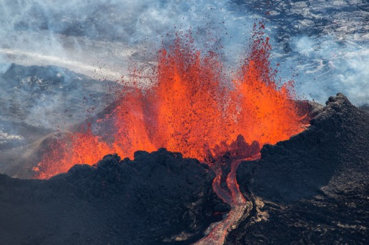 Iurie, Belegurschi, iceland, volcano, erupting, photos, images, eruption, holuhruan, photographer, photography, guide,iceland
