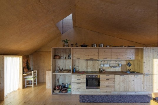 Paratelier, palmela, portugal, Zé House, wooden formwork, concrete casting, ochre pigment, ochre concrete, recycled wood, reclaimed wood, sustainable architecture,