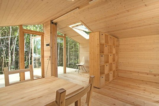 Tiny And Affordable Russian Dubldom Home Can Be Assembled