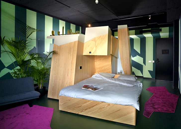 Tiny transforming unit packs all your hotel necessities for Hotel amsterdam cube