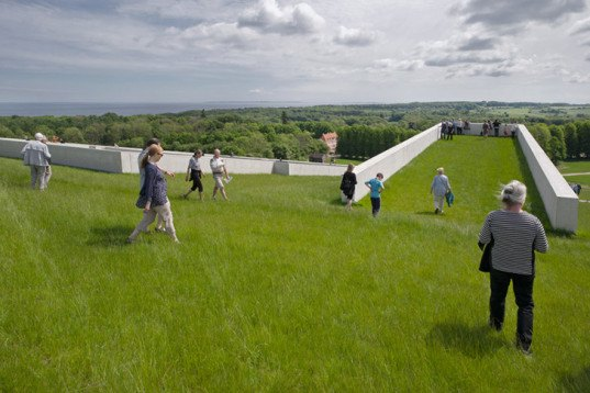 Henning Larsen Architects, Green roofed, Moesgaard Museum, Denmark, Skåde, prehistoric museum, sloped roof, grass roof, archaeology museum