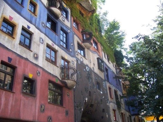 Hundertwasserhaus in Vienna - Neuffer windows (1)