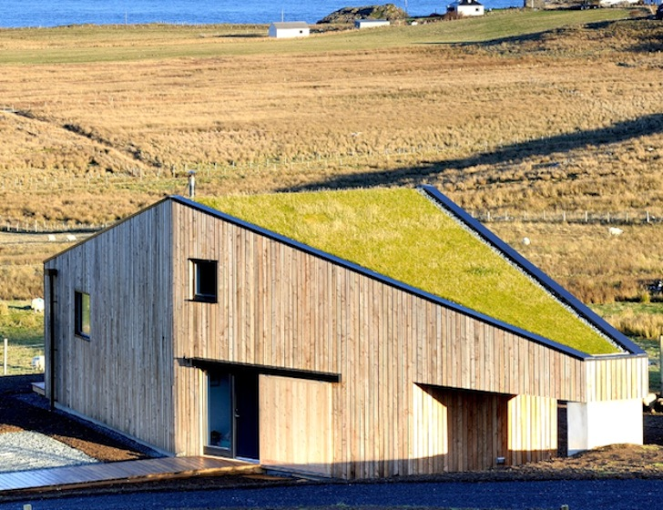 Green Roofed Turf House Uses Natural Materials To