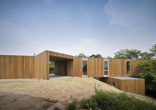 UID Architects, Keisuke Maeda, cedar, cherry flooring, plywood, cantilevered house, cantilever, japan, japanese house, fukuyama, wood house, timber house, t-shaped house, steel frame, +node,