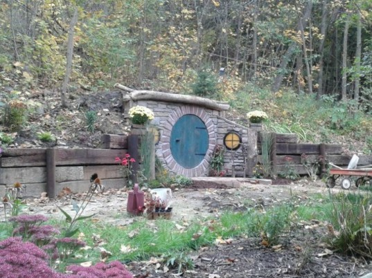 home talk, book lovers home design, interior design, interior design ideas, hobbit home garden, book inspired home, green design, recycled design, home decor