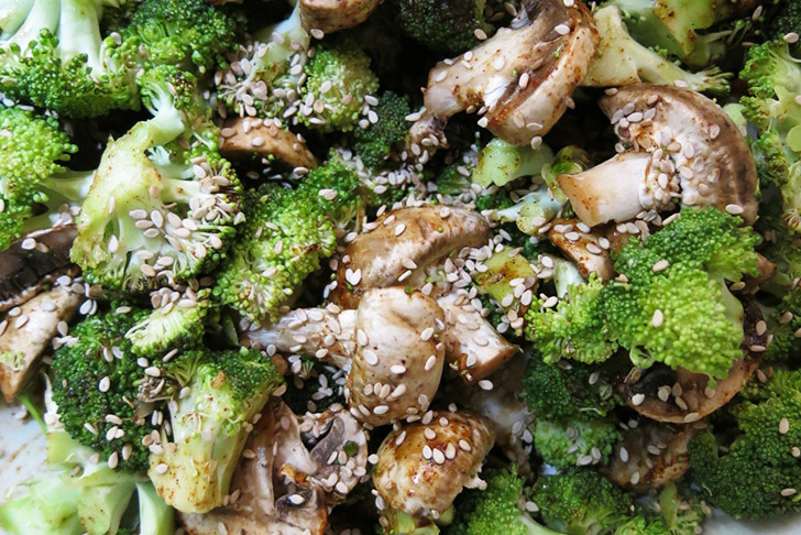 How to raw broccoli and mushroom stir fry recipe inhabitat need a good last minute recipe for dinner tonight this tasty broccoli and mushroom stir fry will not only hit the spot but it is completely raw forumfinder Images