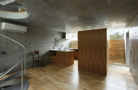 House in Byoubuguara, Takeshi Hosaka, Japanese architecture, curved floors, small houses, yokohama, natural light, spiral staircase, in situ concrete, concrete house, timber flooring, glazed openings, u-shaped floors,
