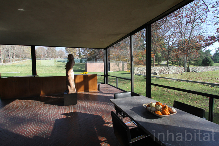 photos take a tour through philip johnson 39 s famous glass house. Black Bedroom Furniture Sets. Home Design Ideas