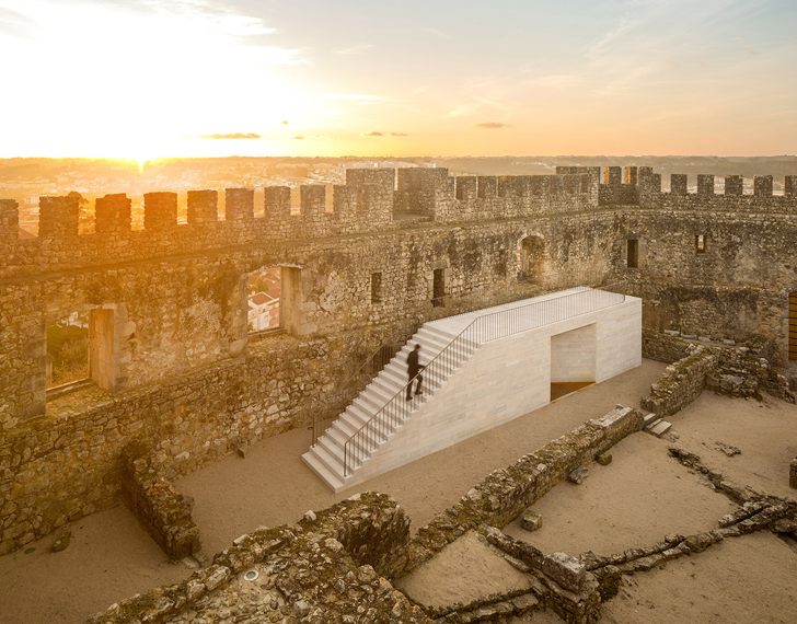 Pombal castle s magnificent visitor center is a limestone for Castle architecture design