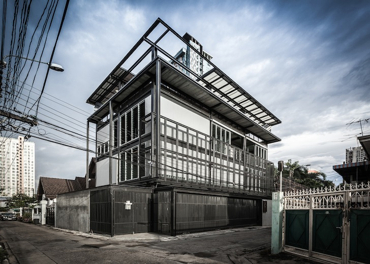 Structural steel gives space saving tin man house an for Architecte structure