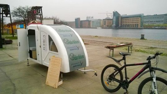 foldable wide path camper is a whole different kind of bike trailer inhabitat green design. Black Bedroom Furniture Sets. Home Design Ideas