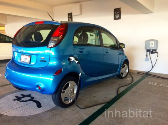 Mitsubishi, Mitsubishi i-MiEV, i-MiEV, Mitsubishi electric car, electric car, green car, electric motor, lithium-ion battery, urban vehicle, Los Angeles, Nissan Leaf, BMW i3