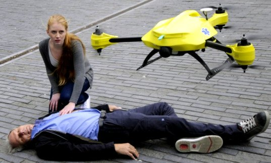 ambulence drone, life-saving drone, emergency drone, first aid drone, defibulator drone, live-saving designs, designs that could save your life, green design, sustainable design, medicine, design for disaster, health design, medical design, green technology, life-saving technology