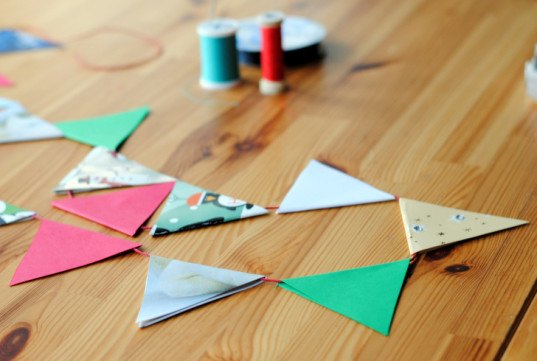 DIY, how-to, christmas, craft, recycled, paper, cardstock, bunting, garland, decor, ornament, eco, green, upcycled