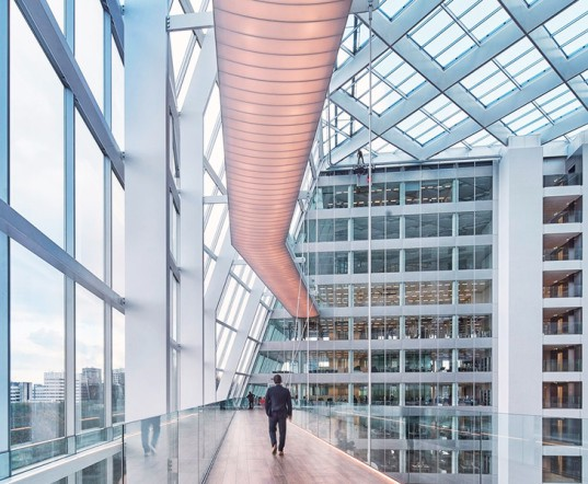 Deloitte HQ, BREEAM rating, BREEAM certificate. green building, Philips Ethernet-powered lighting, green lighting, LED, carbon sensors, green building, green offices, smartphone-operated architecture, Amsterdam green architecture