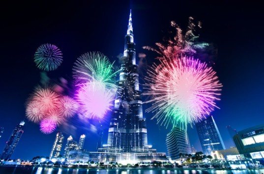 Dubai, Burj Khalifa, world's tallest building, LED show, New Year's Eve, fireworks, laser show, tourism, tourists, celebration, party, pyrotechnics, LED screen, largest LED screen