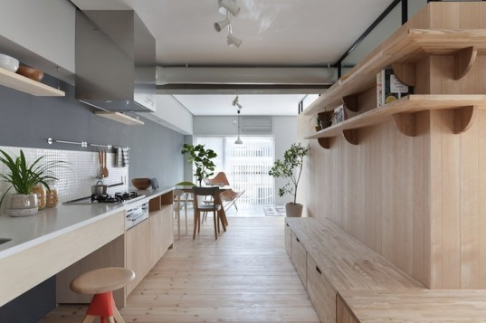 Sinato, Japan, japanese apartments, apartment renovation, open plan, open plan layout, south facing, l-shaped partition, glass panels, wooden partition, concrete, white painted walls, natural light, cross ventilation
