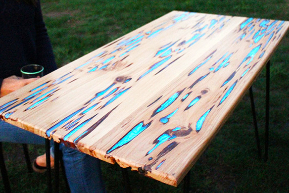 How to make a stunning wooden table with glow in the dark - Glow in the dark resin table ...