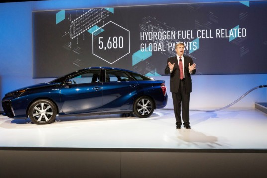 Toyota, Toyota Mirai, CES, Consumer Electronics Show, 2015 CES, fuel cell, fuel cell vehicle, patents, green car, green transportation, hydrogen, hydrogen fuel-cell vehicle, 2016 Mirai