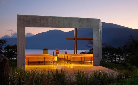 El Salvador, Coatepeque, Capilla Cardedeu, chapel, concrete, concrete chapel, volcanic lake, EMC Arquitectura, minimalist design, I-beams, wooden pews, pews, concrete lectern, contemporary chapel, chapel design, wedge-shaped architecture, cross ventilation