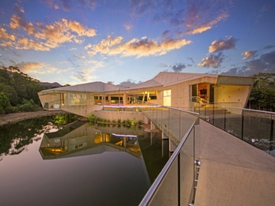 Alkira House, Charles Wright, australian home, stamp house, green architecture, sustainable architecture, green building, sustainable building, 2014 House of the Year, solar-powered house, self-sufficient house
