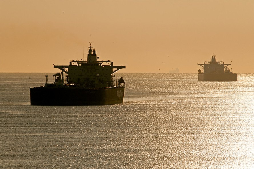 Oil spill dumps 33,000 barrels of oil into Straits of Singapore