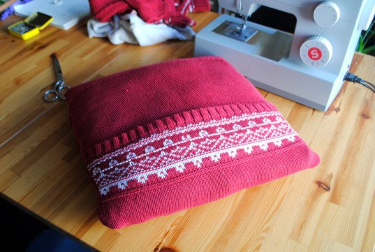 DIY, how-to, sewing, recycled, sweater, textile, pillow, thrift, reuse, craft
