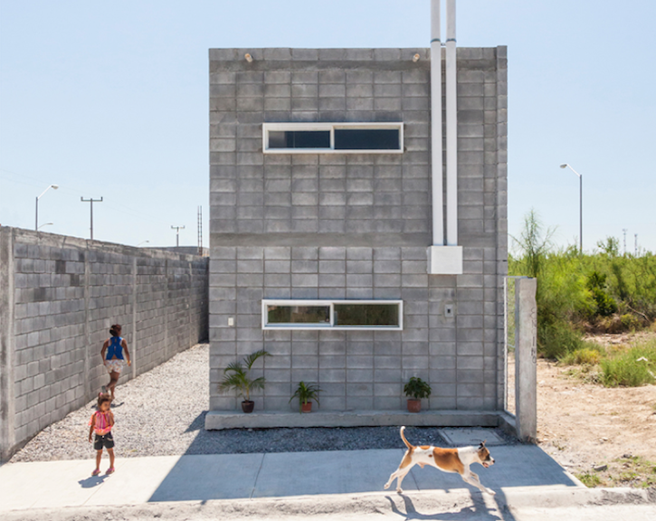 The casa caja box house by s ar is a model for low cost for Concrete home contractors