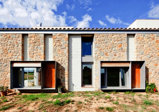 MMMMMS house, Anna & Eugeni Bach, Catalan architecture, Spain, Spanish architects, canopy, solar panels, rainwater harvesting, Catalan masia, rural architecture, traditional architecture, thermal insulation, stone house