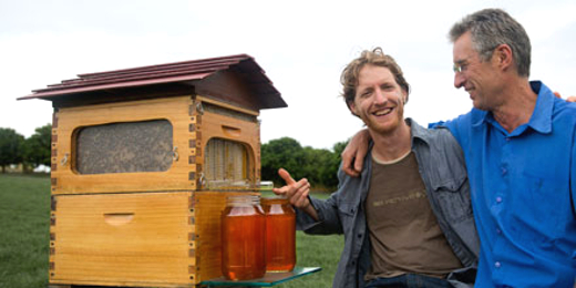 Flow Hive, Flow Frames, Honey Flow, honey on tap, beehive, bees, honey, apiculture, beekeeping, urban beekeeping, honey extraction, honey extraction without disturbing bees, gardening, pollinators, colony collapse disorder, insects, animals, Cedar Anderson, Stuart Anderson