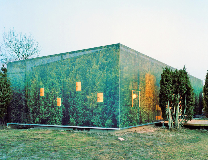 Swedish Juniper House Mirrors Its Surroundings With A Clever Vinyl Facade Inhabitat Green