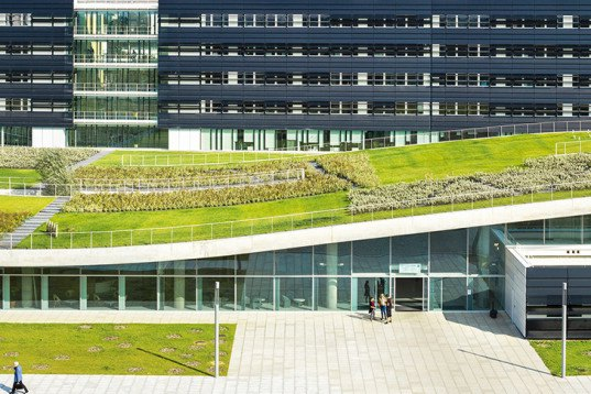 Pargade Architectes, green roof, Espace Bienvenüe, Paris, Cité Descartes, landscape building, undulating roof, green lab