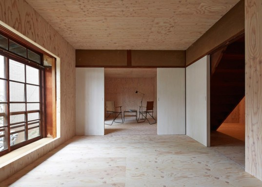 ephemeral house by naad closing partition