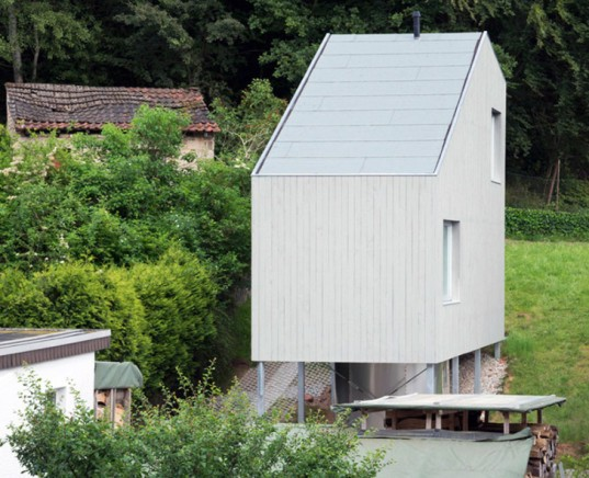 small house, tiny house, metal legs, Germany, German architects, Architekturburo Scheder, timber cladding, timber facade, wood floors, maple floors, small spaces, house on stilts
