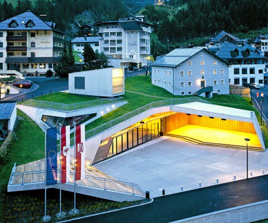 Parc Architekten, Ischgl Cultural Center, Kulturzentrum Ischgl, winter retreat, winter tourism, village center, cultural center, green roof, underground architecture, Austria