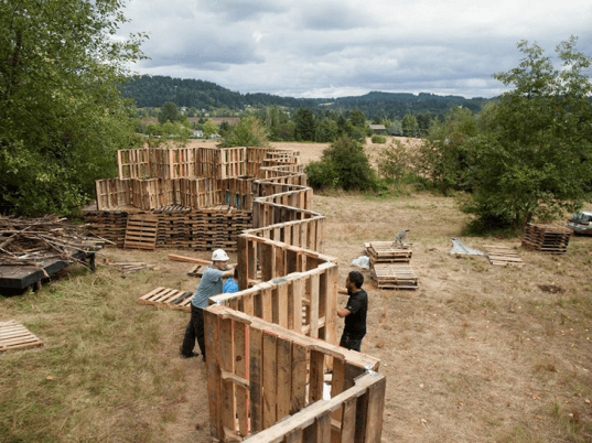 Portland architecture students build outdoor pickathon for Stages in house construction