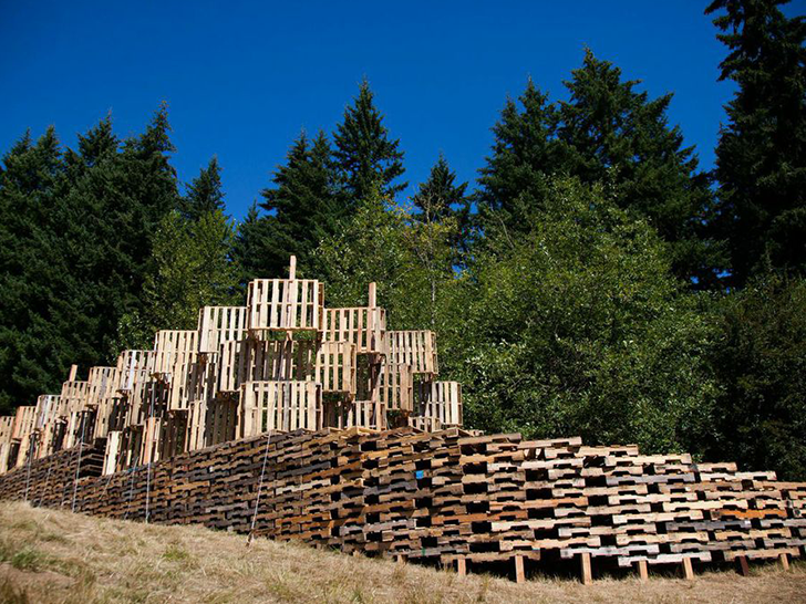 Portland Architecture Students Build Incredible Outdoor Stage From 520 Recycled Pallets