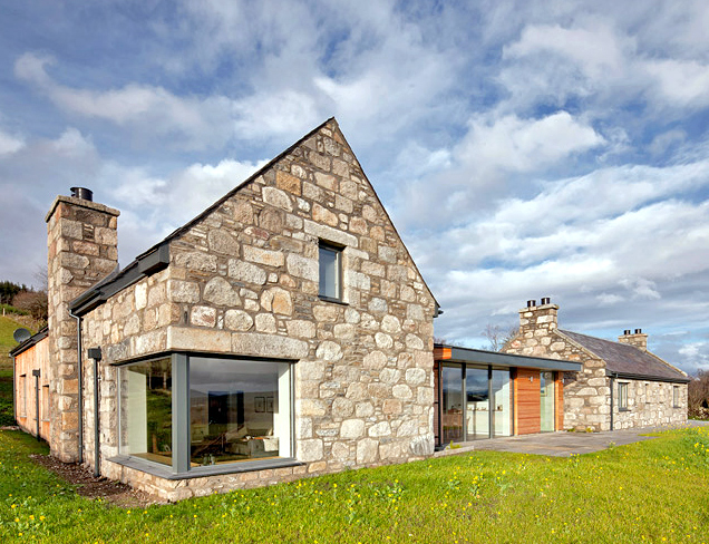 Stone and glass torispardon house is a modern take on for Modern stone houses architecture
