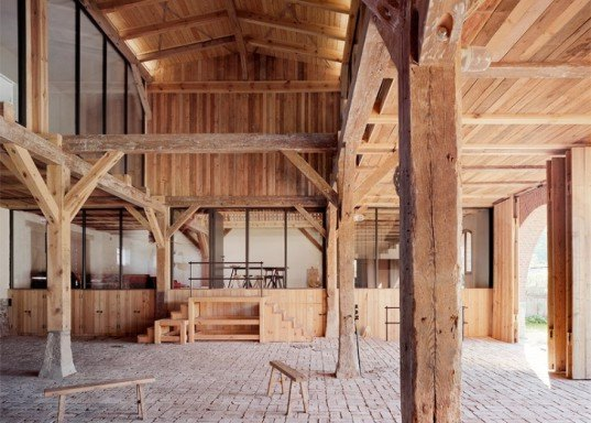 thomas kroeger architekt transformed a 19th century barn into a gorgeous holiday home. Black Bedroom Furniture Sets. Home Design Ideas
