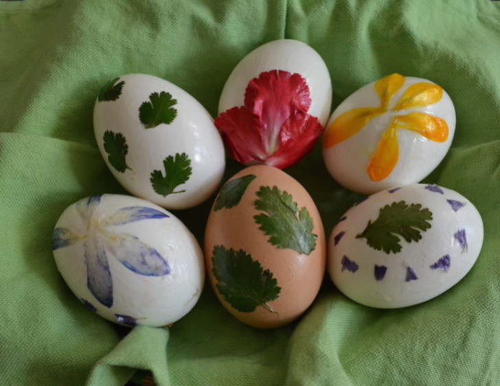 HOW TO Decorate Easter Eggs Using Flowers And Foliage Inhabitat Magnificent Easter Eggs Decoration Design