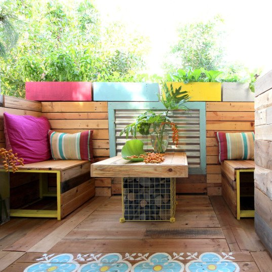 DIY, DIY pallet, DIY pallet garden, DIY pallet patio, DIY patio furniture, DIY pallet patio furniture, A Piece of Rainbow, patio furniture, pallet furniture, pallet furniture ideas, building pallet furniture, reused design, recycled design, reader submission