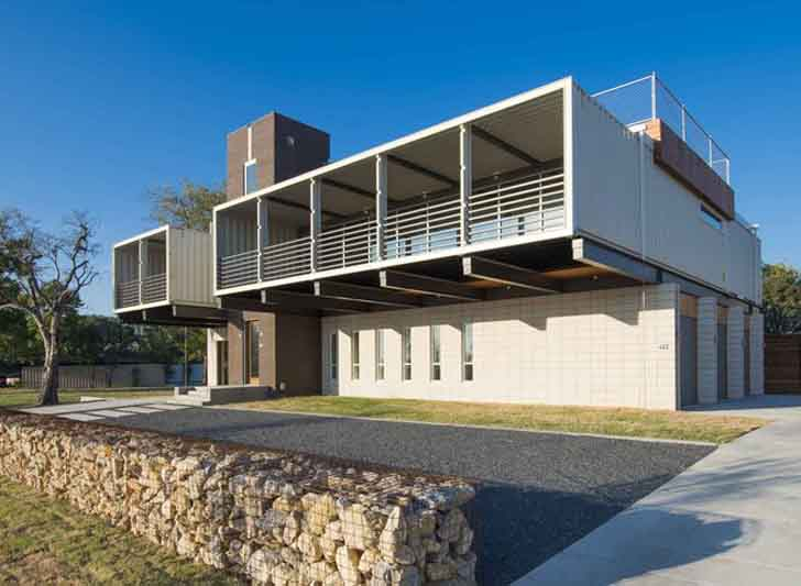 Sprawling Dallas Home Is Built From 14 Shipping Containers. Architecture